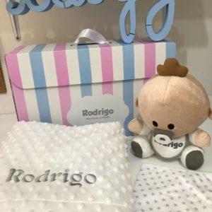 pack babyyo manta de topitos Mora babero pico